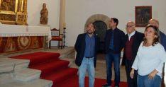 Imagen de la visita institucional al templo.