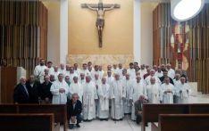Foto de familia de los sacerdotes este lunes.