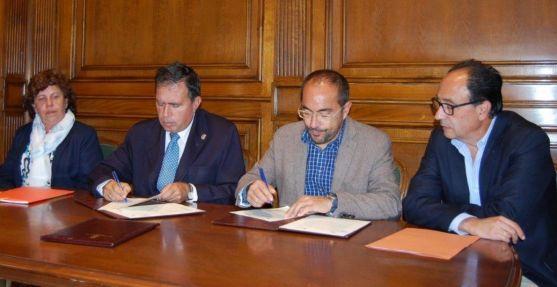 Firma del convenio para el Centro Santa Isabel