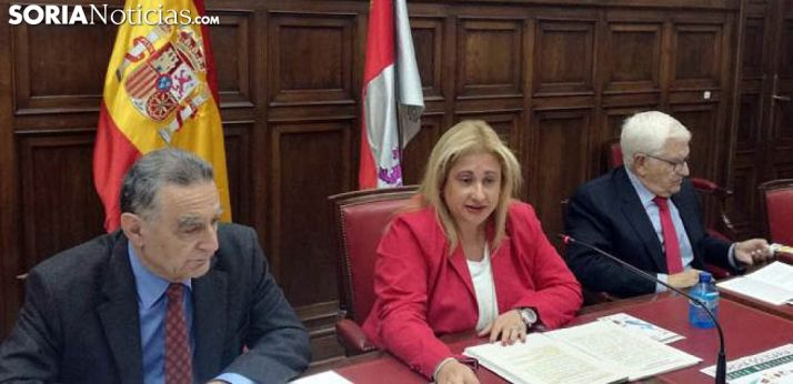 Yolanda de Gregorio entre Anselmo García (izda.) y Juan manuel Ruiz Liso. /SN