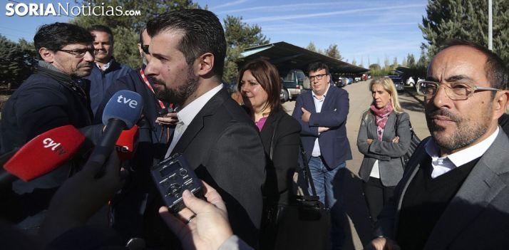 Luis Tudanca con los medios informativos en San Esteban de Gormaz este martes./SN
