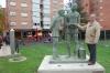 Foto 1 - El Ayuntamiento recuerda a Machado y la llegada del tren a Soria con una escultura de Agustín Ruiz