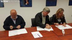 Firma contratos en Asopiva
