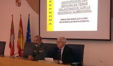 Calvo (izda.) y Ruiz Liso en la conferencia de este jueves. / S. de G.