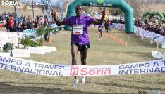 El atleta cruzando la meta en Valonsadero en una edición anterior. /SN