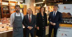 Óscar García (Baluarte), Luis Rey (Diputación), Josefa García Cirac (consejera) y Carlos Martínez (alcalde) hoy en Madrid. ))