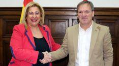 Yolanda de Gregorio y Eduardo Garcés este miércoles en la sede de la Subdelegación del Gobierno.