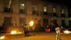 Imagen del Toro Jubilo, con el palacio de Medinaceli al fondo. /SN