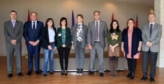 Responsables de ASPACE Soria y CyL, procuradores del PP soriano, con la consejera (ctro.) este miércoles. )
