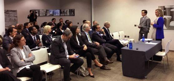 Pilar del Olmo, en un encuentro con empresarios en Londres.