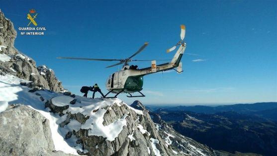Helicóptero de la Guardia Civil en el rescate. /GC