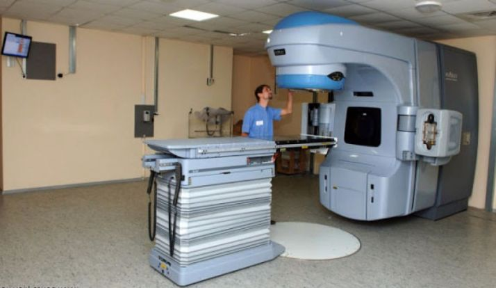 Foto 1 - El pleno capitalino pide un acelerador lineal para el hospital