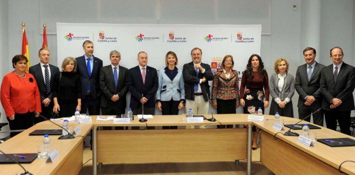 Representantes de la Junta y de las universidades de CyL este lunes.