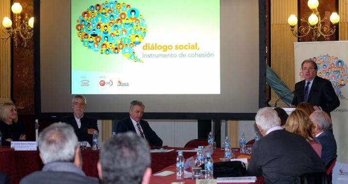 """Foto 1 - Herrera subraya el mérito del Diálogo Social de CyL por ser """"un diálogo auténtico entre quienes piensan diferente"""""""