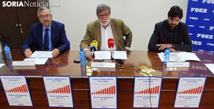 José María Izquierdo, Santiago Aparicio y Jesús Mateo este lunes en la sede de FOES. /SN