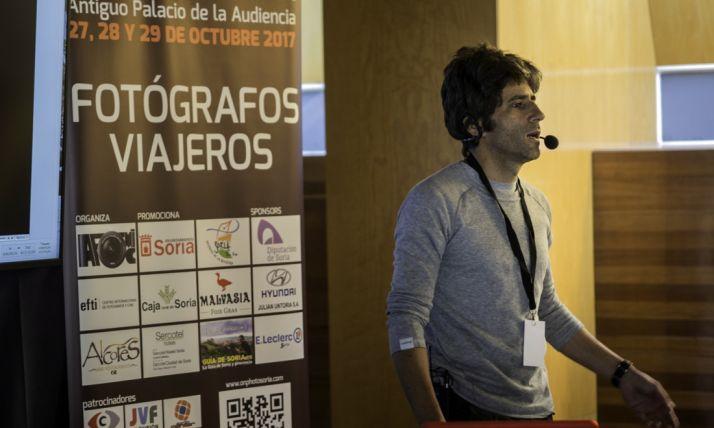 El fotógrafo soriano Fernando Santiago en una de las ponencias.