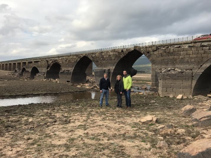 El PSOE realiza un trabajo coordinado para impulsar una actuación urgente en el puente romano
