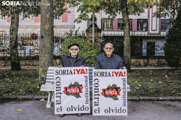 Goyo Alonso y Goyo Sanz en un banco de la Dehesa. SN