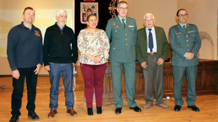El teniente coronel, flanqueado por la subdelegada y el director de la FCCR. /S. de G..