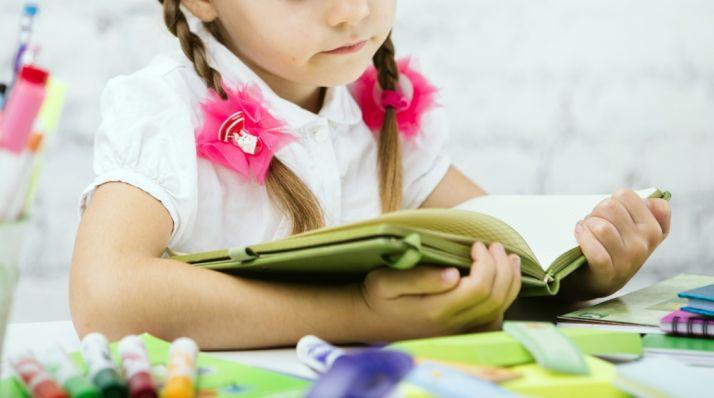 Foto 1 - UGT recoge libros infantiles para promover la lectura entre los desfavorecidos