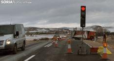 Semáforo y vehículo antes de la retirada./SN