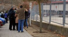 Foto 5 - Largas colas para conseguir las entradas del Numancia-Real Madrid