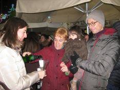 Familias y amigos despiden el 2017 en la tradicional Champanada