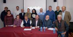 Alcaldes y responsables de los grupos LEADER en la presentación del documento.