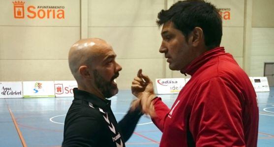 Bandrés (izda.) con el técnico rival este sábado.