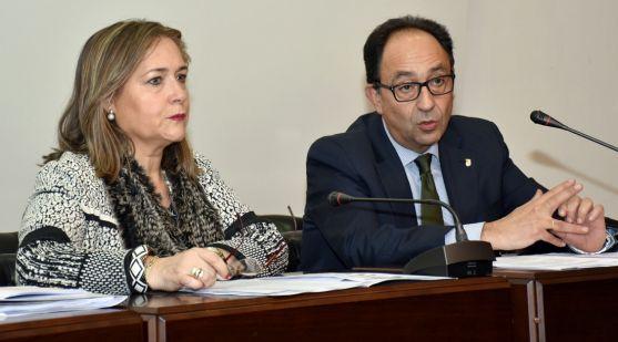 Soledad Borque y Manuel López esta tarde de miércoles en la Casa de la Tierra.
