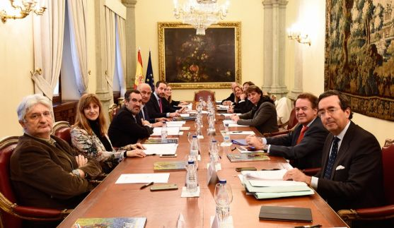 Imagen de la reunión este viernes en la sede del Ministerio de Educación y Cultura. /G de E