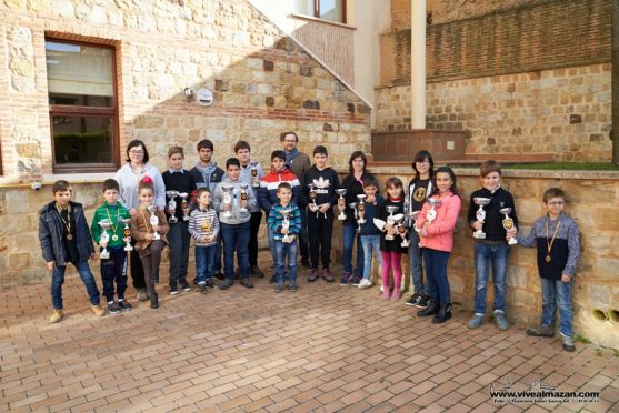 Foto de los premiados en el XIII Torneo de Ajedrez Juvenil.