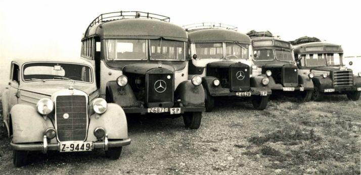 Vehículos de la empresa en la década de los 40 del pasado siglo.