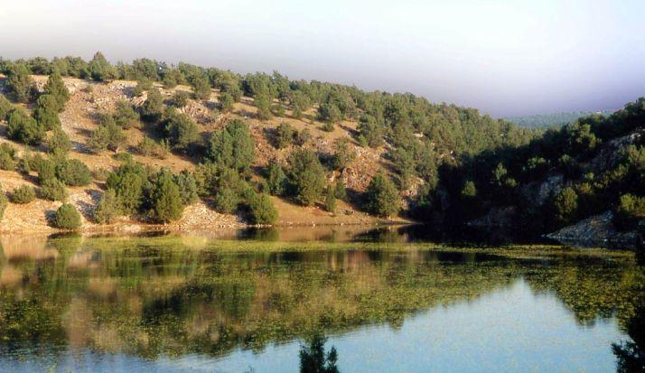 La laguna de Judes, un bello paraje del municipio arcobrigense. /Jesús del Barrio
