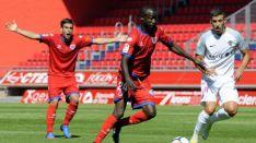 Diamanka intenta llegar a un balón en Los Pajaritos contra el Almería. LaLiga.