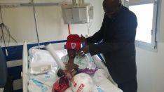 Los jugadores del Numancia visitando el Hospital.