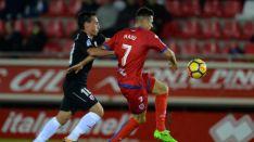 Manu del Moral controla un balón frente al Sevilla Atlético en Los Pajaritos. LaLiga