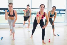 Realización de ejercicios en un centro especializado.