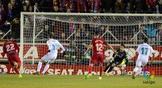 Primer penalti del encuentro. LFP