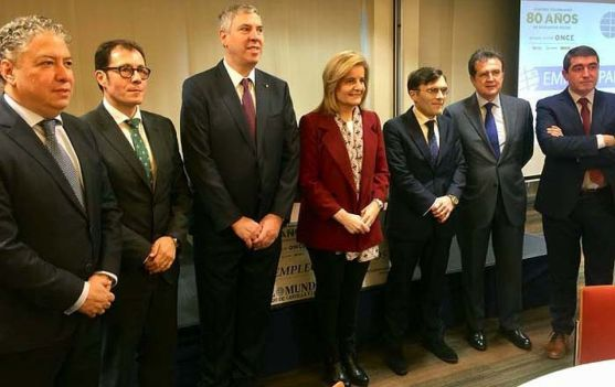 La ministra, en el centro, este lunes en Valladolid.