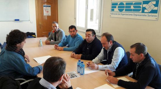 Miembros de las dos agrupaciones en la sede de FOES.