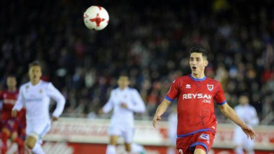 Pere Milla se dispone a controlar un balón contra el Real Madrid en Los Pajaritos. LaLiga.
