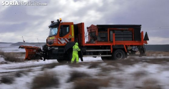 Una máquina quitanieves en las inmediaciones de la N-122 este invierno. /SN