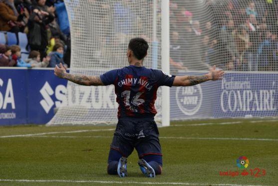 Ávila celebra el primer tanto del Huesca. LFP