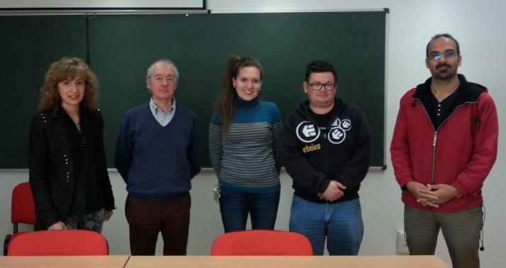 Julio Alfonso Alonso (segundo por la izquierda), coordinador del Grupo de Física de Nanoestructuras.