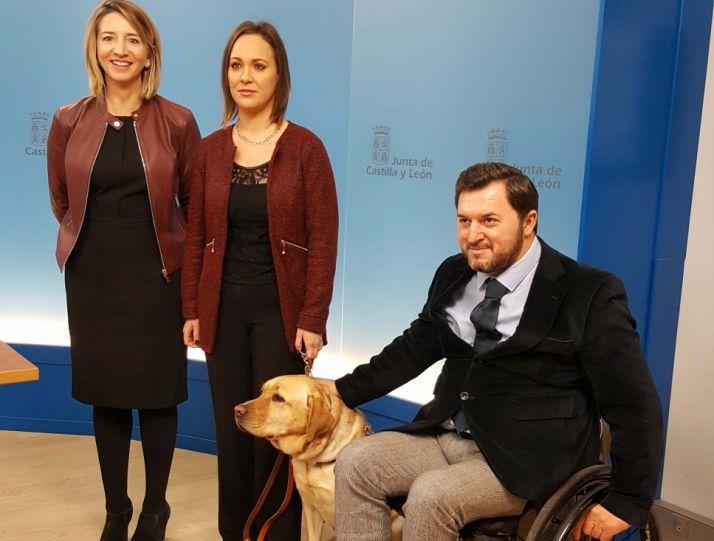 Foto 1 - CyL tendrá una norma de acceso al entorno para los usuarios de perro de asistencia