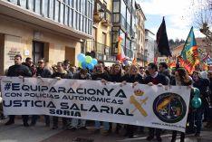 Foto 5 - Setecientas personas reclaman en Soria la equiparación salarial de policías y guardias civiles