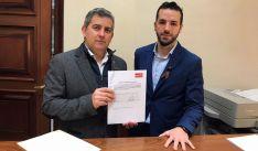 Antón y Palacín en el registro de la PNL. /PSOE