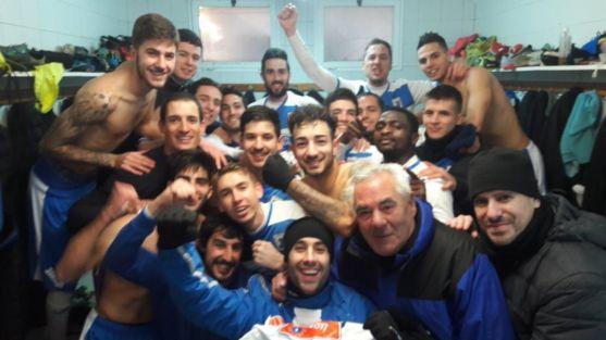 La SD Almazán festeja la victoria en La Arboleda contra el Astorga. SD Almazán.