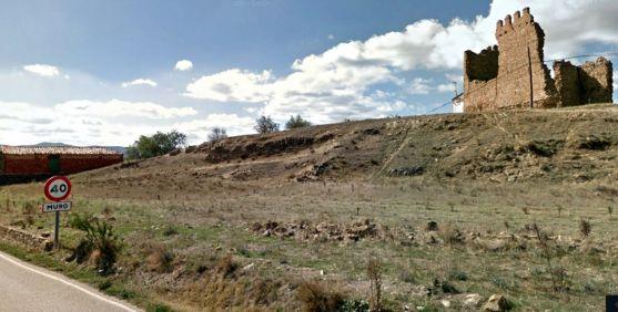 Imagen del castillo de Muro a la entrada de la localidad. /GM